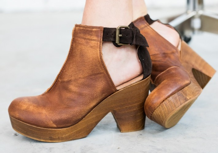 5d175f2e14712 How to Wear Clogs Without Looking Silly | Zerxza