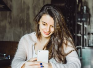 9 ways Tinder and dating apps ruin dating completely