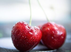 Water drops on red cherry fruits